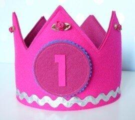 verjaardagskroon uit vilt roze