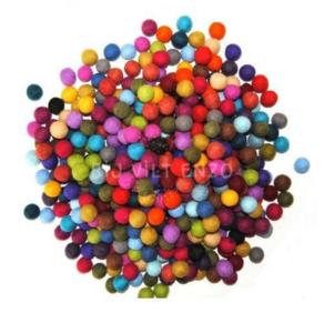Wolkralen - Viltballetjes Bij vilt enzo